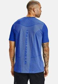 Under Armour - UA SEAMLESS LOGO SS - Sports shirt - emotion blue - 1