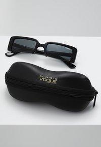 VOGUE Eyewear - GIGI HADID SOHO - Sunglasses - black - 2