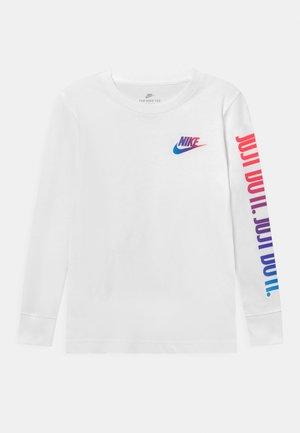 JUST DO IT - Langærmede T-shirts - white