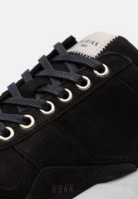 Nubikk - ELVEN TANUKI FRESH - Sneakers basse - black - 5