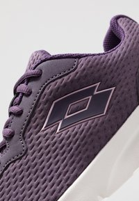 Lotto - MEGALIGHT IV - Sports shoes - sweet grape/bestrong pink - 5