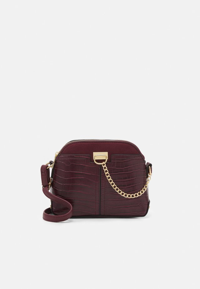 KIERAN LIZARD MINI KETTLE - Across body bag - dark burgundy