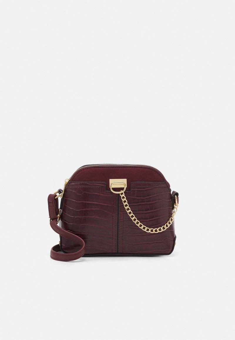 New Look - KIERAN LIZARD MINI KETTLE - Across body bag - dark burgundy