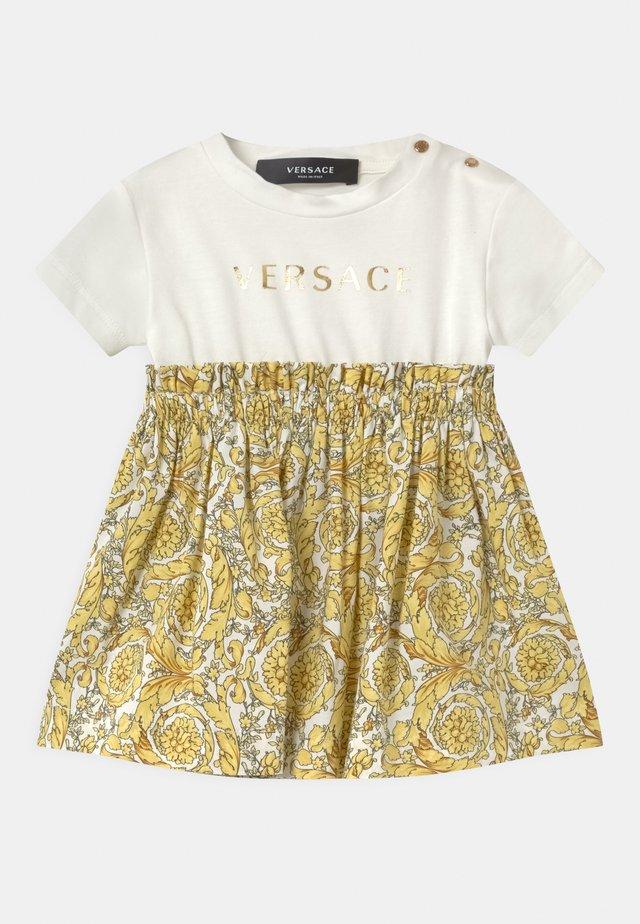 BAROQUE KIDS POPLIN SIGNATURE SET - Žerzejové šaty - white/gold