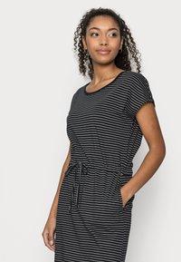 Vero Moda Petite - VMAPRIL SHORT DRESS 2 PACK - Jerseykjole - black/black /snow white - 4