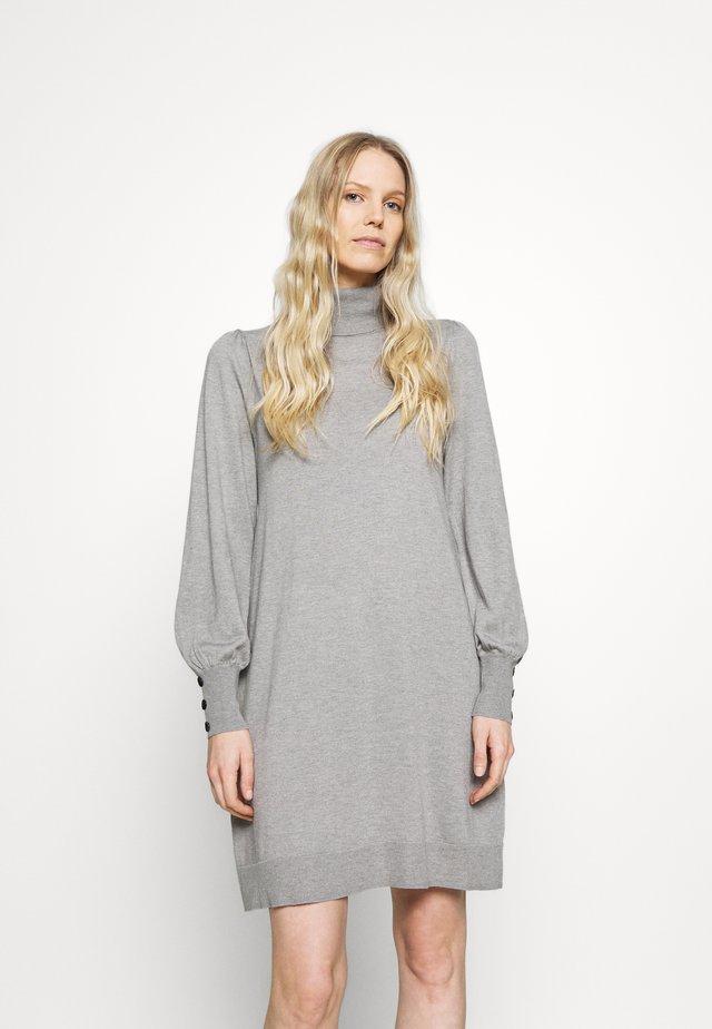 ROLL NECK SWING DRESS - Gebreide jurk - stone