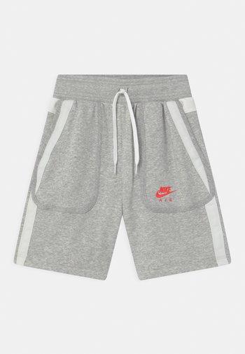 AIR - Shorts - grey heather/summit white/infrared
