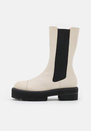 PRESLEY ULTRALIFT BOOTIE - Platform boots - oat
