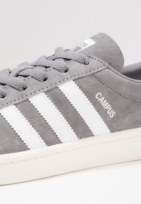 adidas Originals - CAMPUS - Trainers - grey three/footwear white/chalk white - 5
