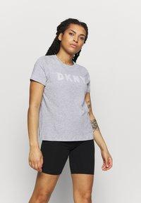 DKNY - TRACK LOGO - Print T-shirt - pearl heather grey - 0