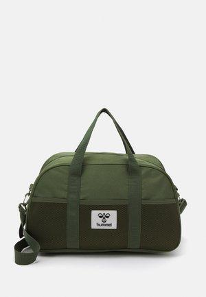 HMLREGGAE SPORTSBAG UNISEX - Sports bag - cypress