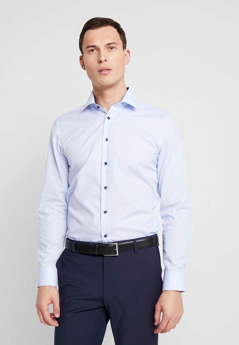Seidensticker - BUSINESS KENT PATCH SLIM FIT - Formal shirt - light blue