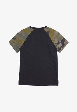 CAMOUFLAGE RAGLAN SHORT SLEEVE T-SHIRT (3-16YRS) - Print T-shirt - black