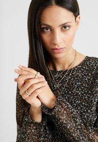 Vero Moda Tall - VMLULU FLOUNCE SHORT DRESS - Sukienka letnia - black/lulu - 4