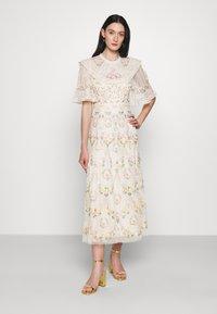 Needle & Thread - REVERIE ROSE BALLERINA DRESS - Společenské šaty - champagne - 0