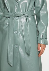 Missguided - TEXTURED TRENCH - Trenchcoat - green - 6
