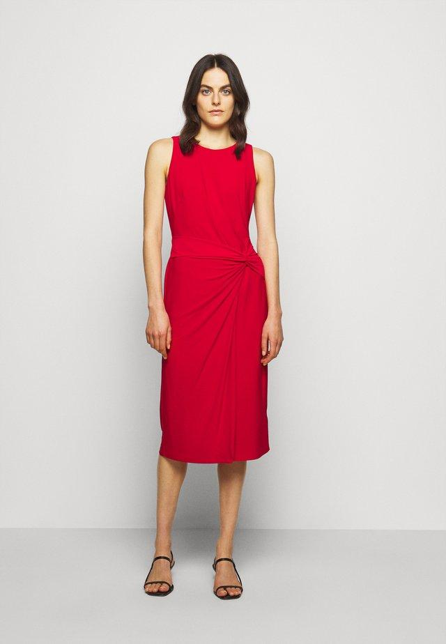 MID WEIGHT DRESS - Žerzejové šaty - orient red