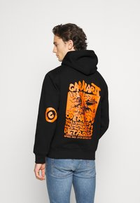 Carhartt WIP - HOODED INTERNATIONAL OPERATIONS - Sweat à capuche - black/red - 2