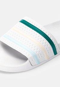 adidas Originals - ADILETTE - Sandali da bagno - white/halo mint - 5
