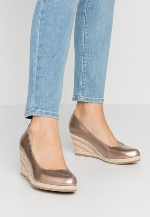 Wedges - rose metallic