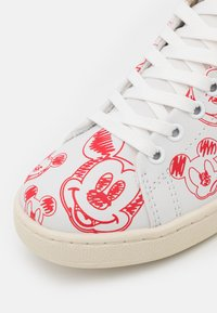 MOA - Master of Arts - GALLERY - Sneakers basse - white/red - 6