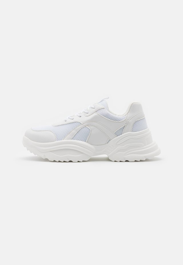 UPDATED WAVE TRAINER - Zapatillas - white