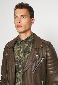 Serge Pariente - HIPSTER  - Leather jacket - khaki - 3