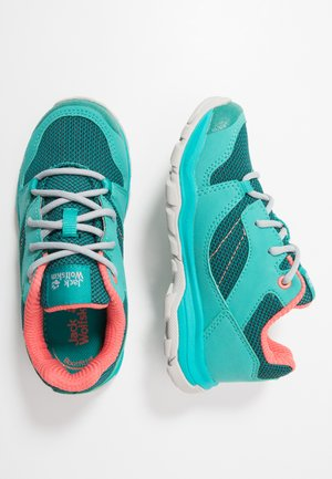 MTN ATTACK 3 LOW  - Hiking shoes - green/rose
