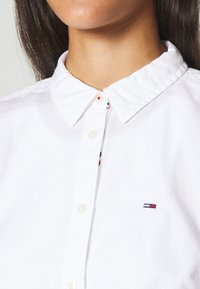 Tommy Jeans - SLIM FIT OXFORD - Button-down blouse - white - 4