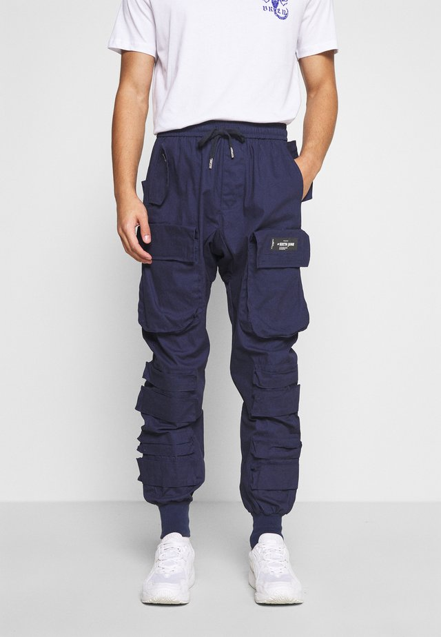 PANTS WITH MULTIPLE POCKETS - Bojówki - navy
