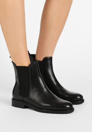 CHELSEA BOOT - Kotníkové boty - black