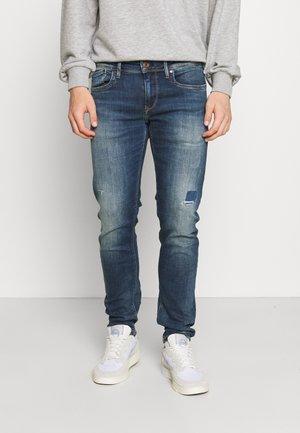 HATCH POWERFLEX - Slim fit jeans - dark-blue denim