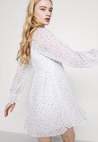 Hollister Co. - SHORT DRESS - Vestido informal - white - 3