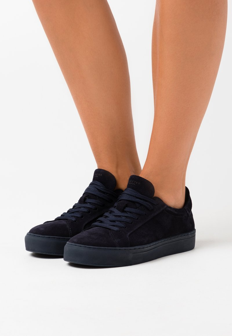 Selected Femme - SLFDONNA NEW TRAINER - Trainers - dark sapphire