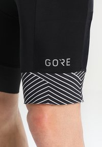 Gore Wear - C5 OPTILINE KURZE TRÄGERHOSE - Tights - black/white - 3