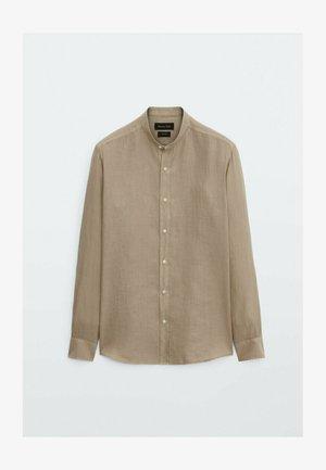 SLIM-FIT-HEMD AUS REINEM LEINEN MIT MAOKRAGEN 00101301 - Shirt - beige