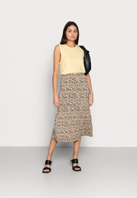 Moss Copenhagen - MABEA SKIRT - A-line skirt - black flower - 1