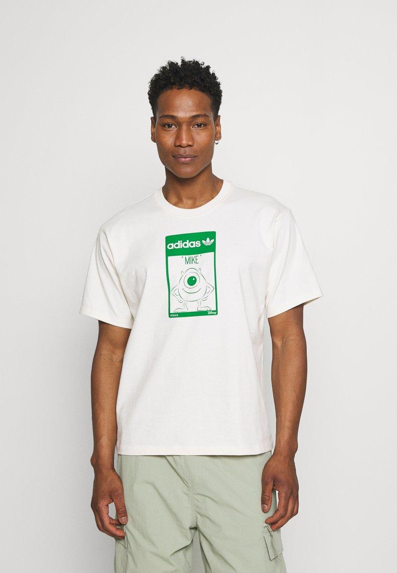 adidas Originals - MIKE WALT DISNEY ORIGINALS LOOSE - Print T-shirt - off-white