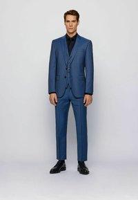 BOSS - Suit - open blue - 0