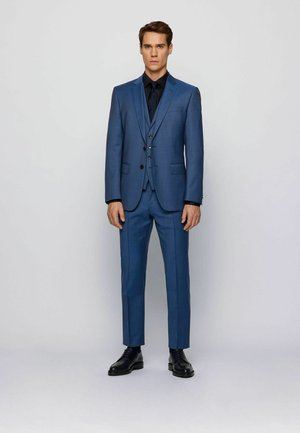 Suit - open blue