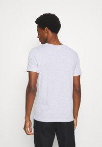 Lacoste - T-shirt print - argent chine - 2