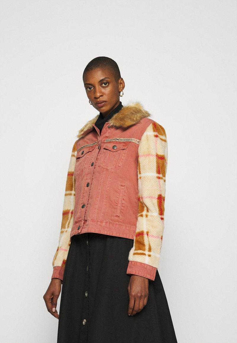Desigual - CHAQ CHECKIS - Denim jacket - rosa palido