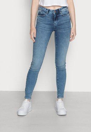 VMHANNA SLIM JEANS - Skinny džíny - medium blue denim