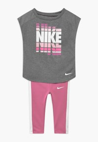Nike Sportswear - SET - Leggings - Trousers - magic flamingo - 0