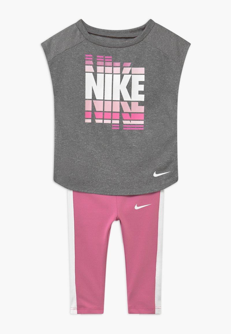 Nike Sportswear - SET - Leggings - Trousers - magic flamingo