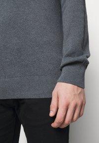 HUGO - SAN CLEMENS - Jumper - medium grey - 5