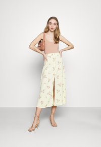 Glamorous - MIDI SKIRTS WITH FRONT SPLIT - A-line skirt - yellow/pink - 1