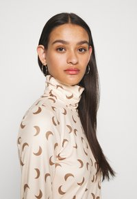 Pieces - PCNALA PRINT TURTLE NECK - Long sleeved top - nude/brown - 3