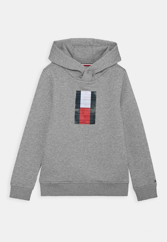 FUN BADGE HOODIE - Sweat à capuche - grey
