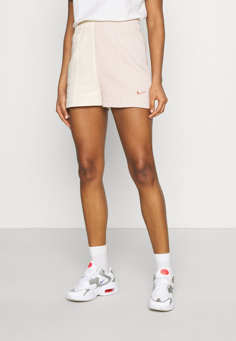 Nike Sportswear - TREND - Shorts - pearl white/particle beige